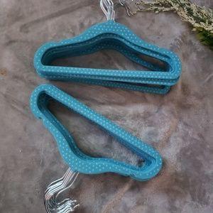 30 teal blue velvet infant/child hangers. Oz